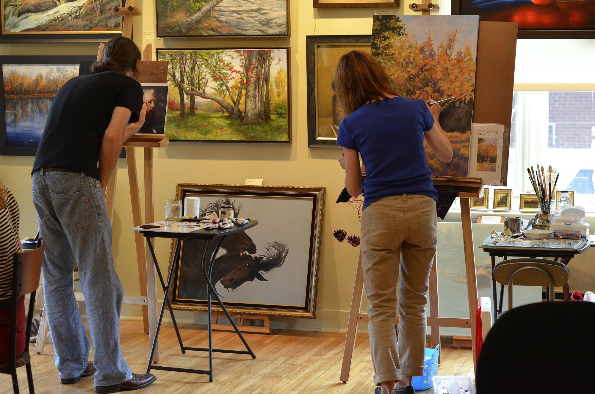 Élèves au travail à l'Atelier de la Galerie Vanasse